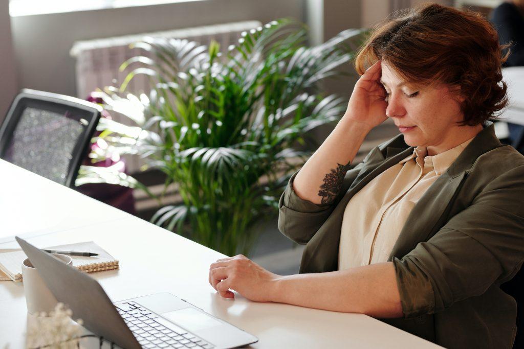 VIDEO-fyzioterapeutka-radí-ako-na-zdravý-chrbát-počas-HOMEOFFICE_obr.3